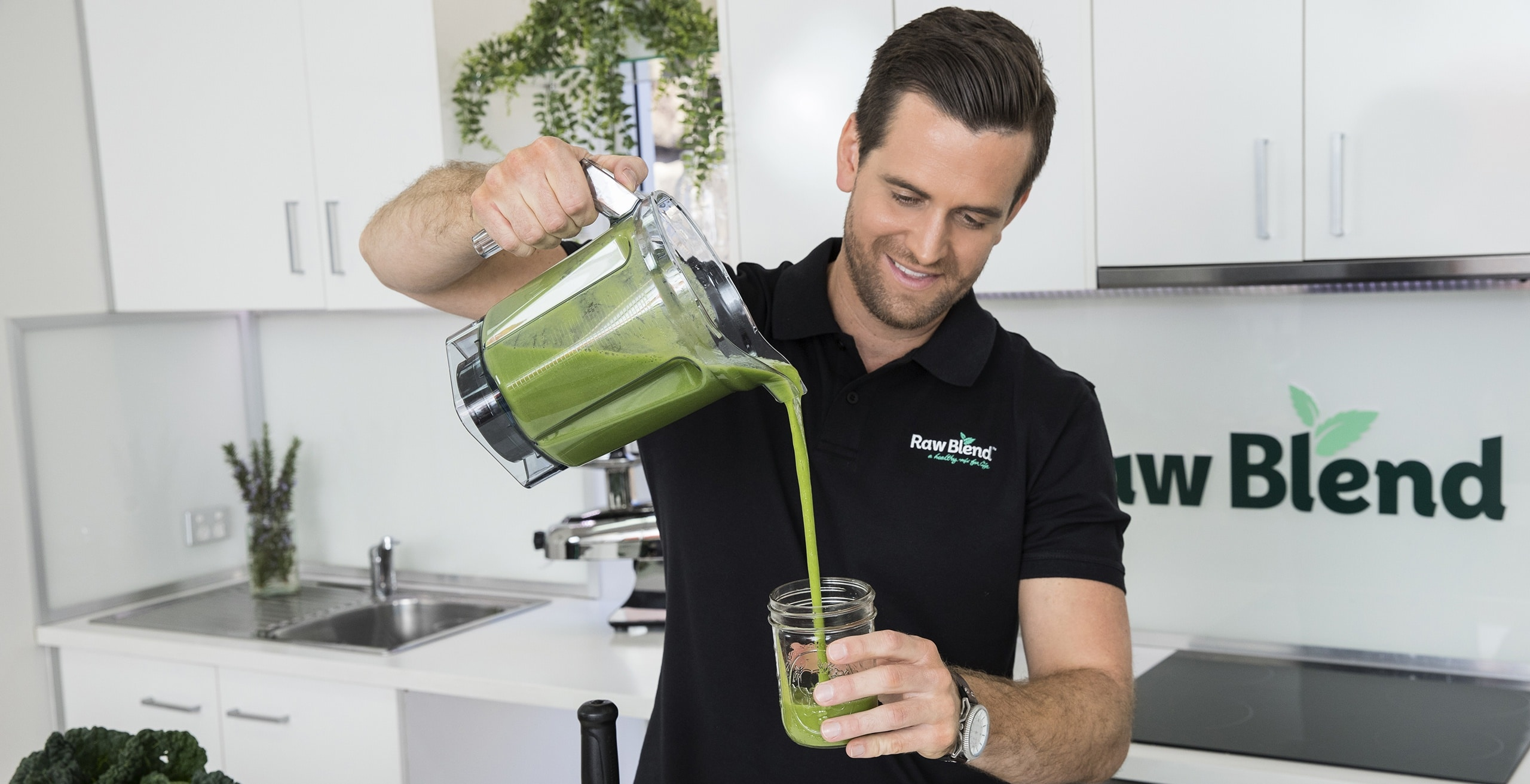 Tommy demonstrating the Vitamix with Green Smoothie